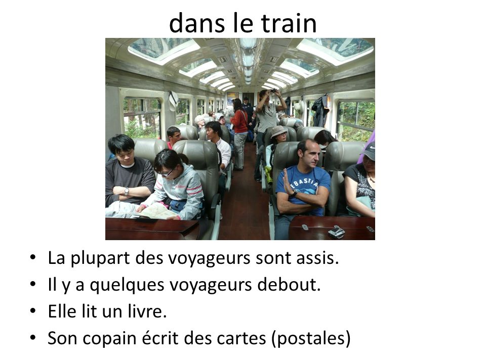 dans le train La plupart des voyageurs sont assis.