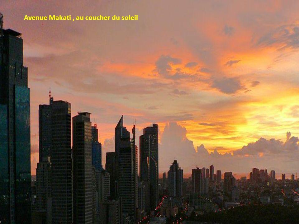 Avenue Makati , au coucher du soleil
