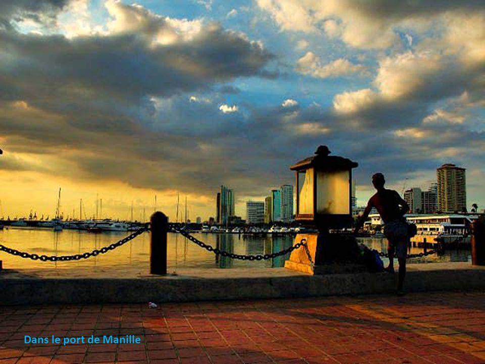 Dans le port de Manille