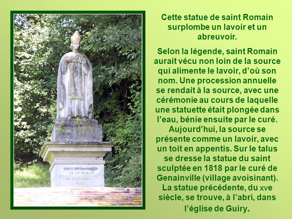 Cette statue de saint Romain surplombe un lavoir et un abreuvoir.