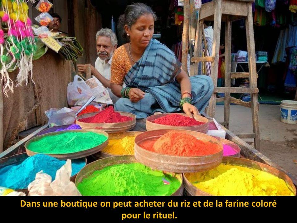 Dans une boutique on peut acheter du riz et de la farine coloré