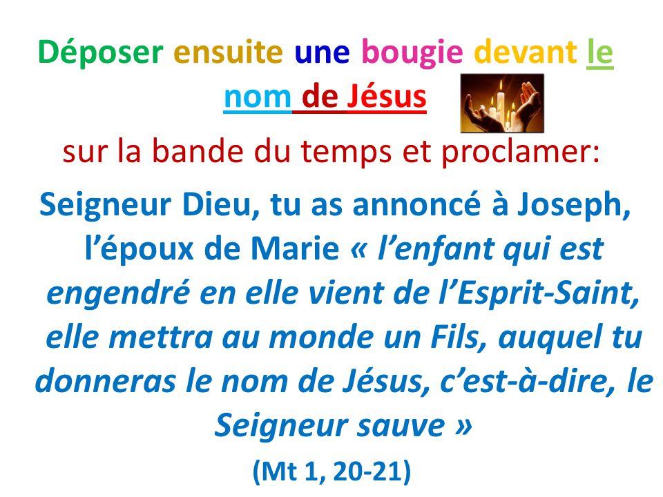 Déposer ensuite une bougie devant le nom de Jésus