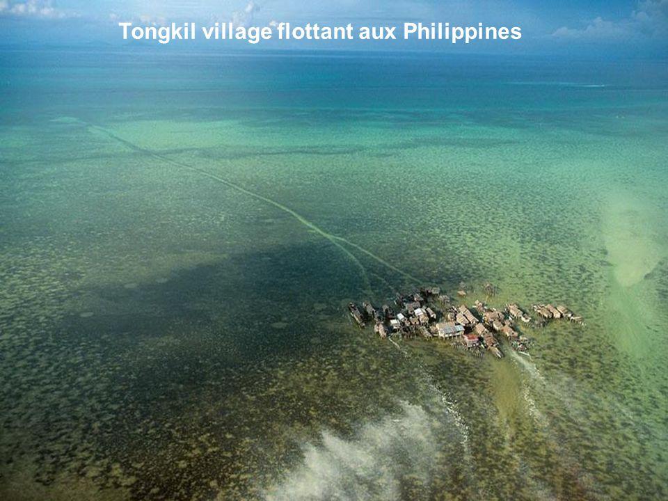 Tongkil village flottant aux Philippines