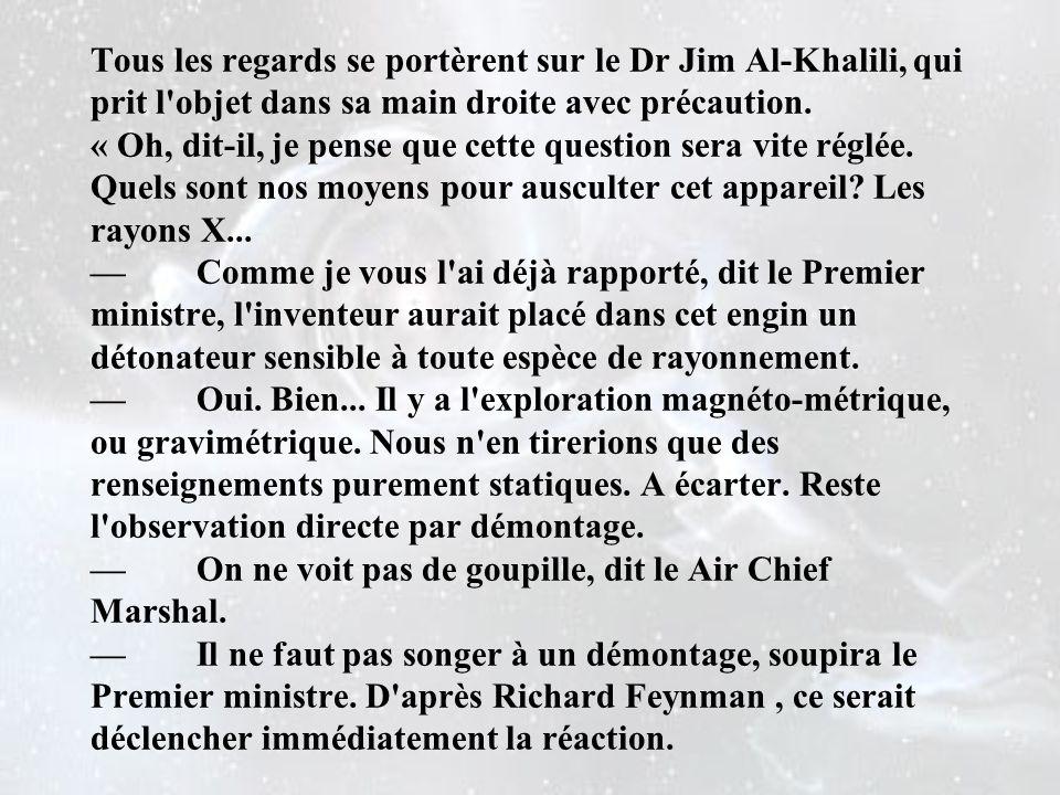 Tous les regards se portèrent sur le Dr Jim Al-Khalili, qui prit l objet dans sa main droite avec précaution.