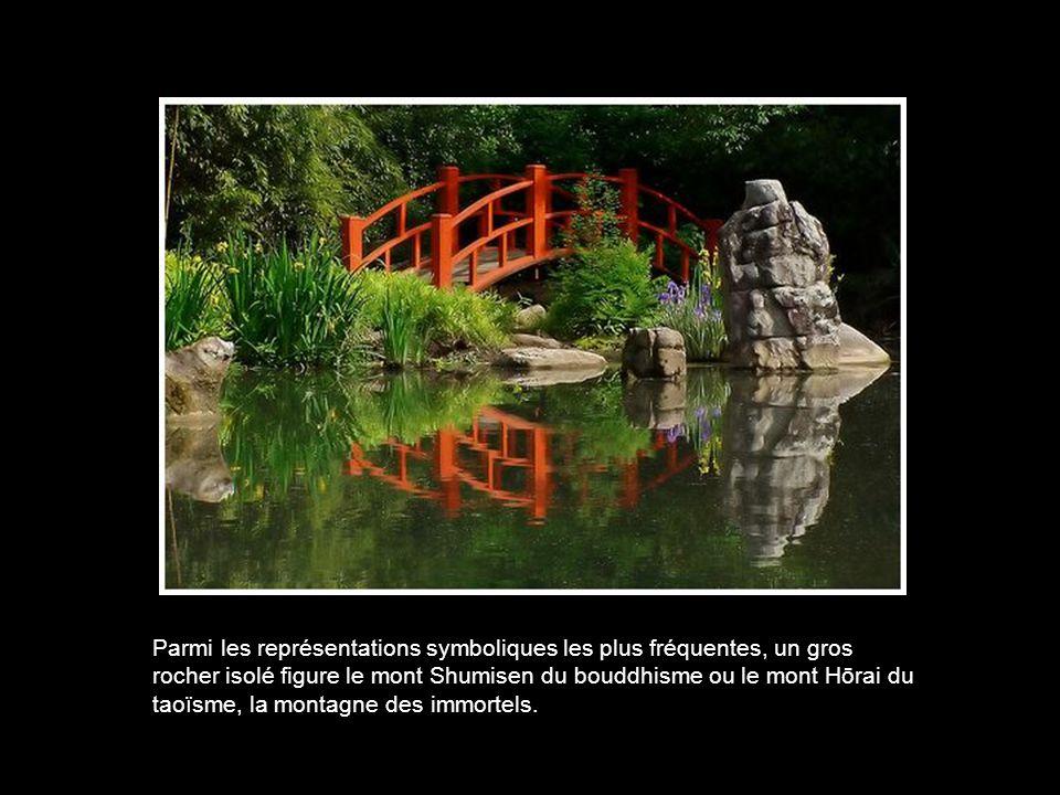 Parmi les représentations symboliques les plus fréquentes, un gros rocher isolé figure le mont Shumisen du bouddhisme ou le mont Hōrai du taoïsme, la montagne des immortels.