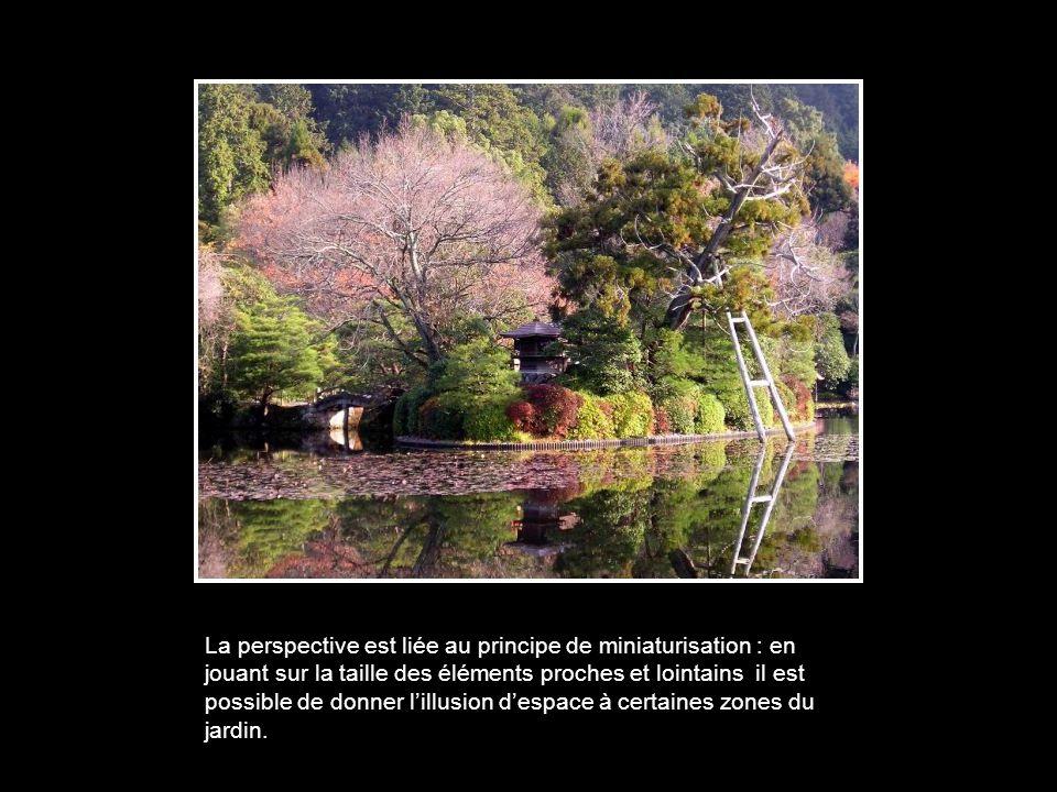 La perspective est liée au principe de miniaturisation : en jouant sur la taille des éléments proches et lointains il est possible de donner l'illusion d'espace à certaines zones du jardin.
