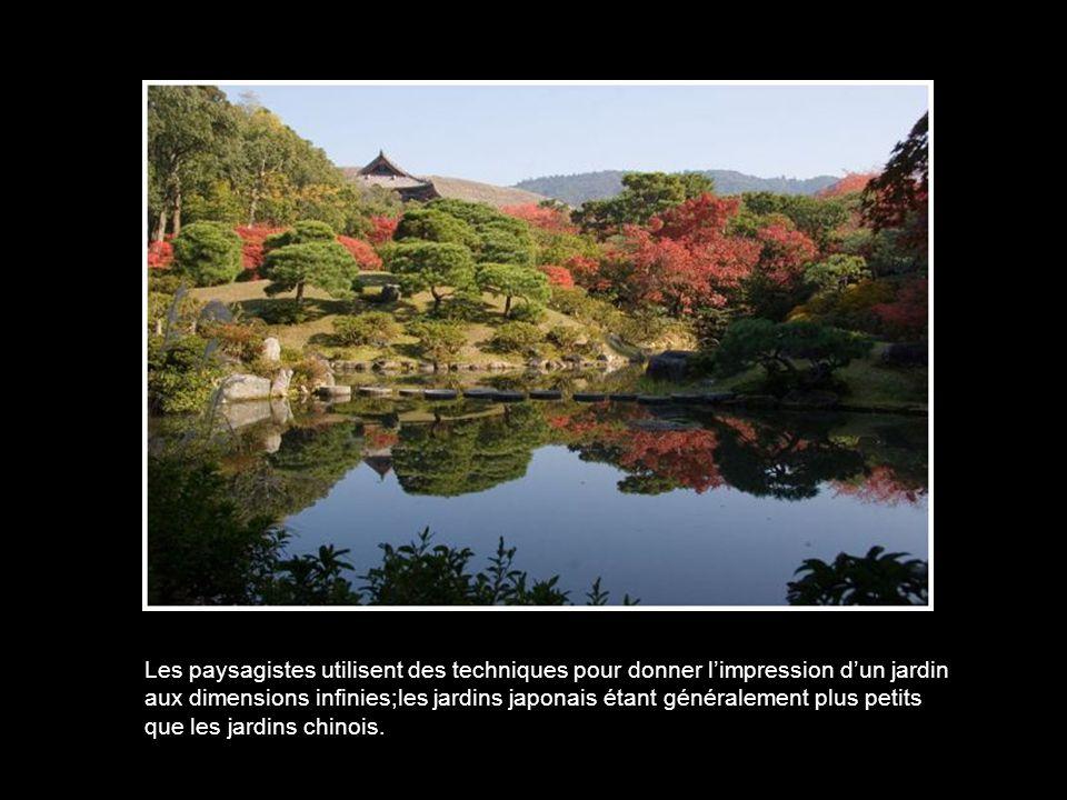 Les paysagistes utilisent des techniques pour donner l'impression d'un jardin aux dimensions infinies;les jardins japonais étant généralement plus petits que les jardins chinois.