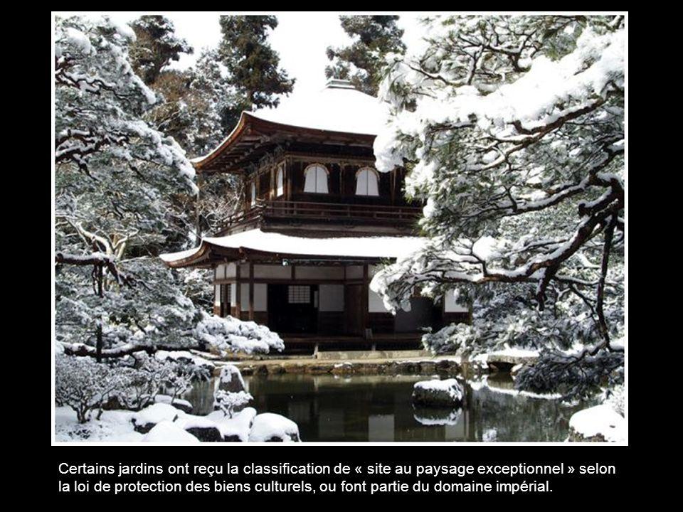 Certains jardins ont reçu la classification de « site au paysage exceptionnel » selon la loi de protection des biens culturels, ou font partie du domaine impérial.