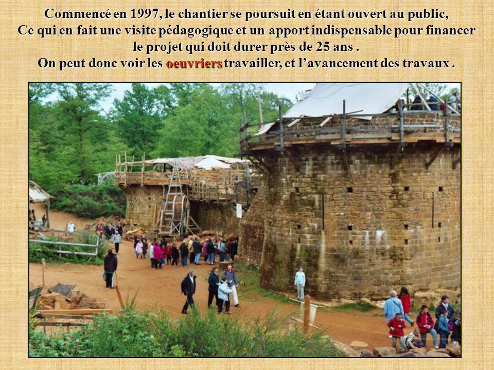 Commencé en 1997, le chantier se poursuit en étant ouvert au public,