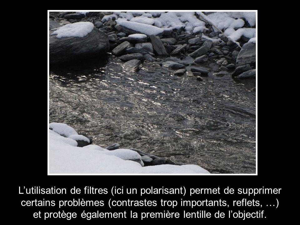 L'utilisation de filtres (ici un polarisant) permet de supprimer certains problèmes (contrastes trop importants, reflets, …) et protège également la première lentille de l'objectif.