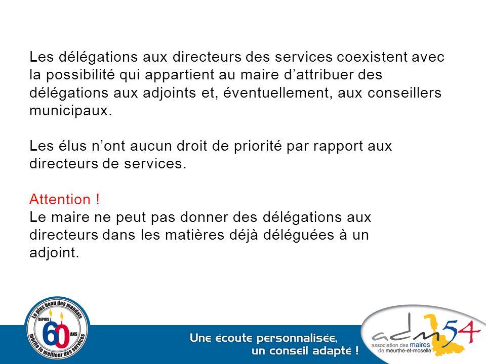 Les délégations aux directeurs des services coexistent avec la possibilité qui appartient au maire d'attribuer des délégations aux adjoints et, éventuellement, aux conseillers municipaux.