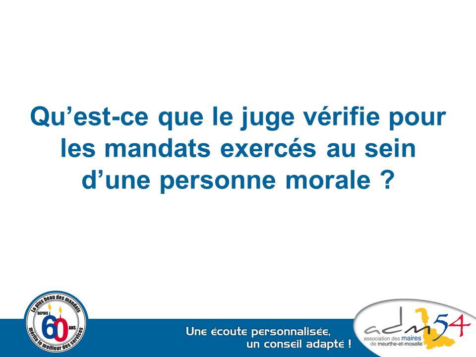 Qu'est-ce que le juge vérifie pour les mandats exercés au sein d'une personne morale