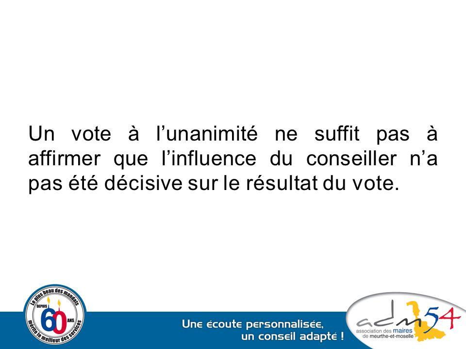 Un vote à l'unanimité ne suffit pas à affirmer que l'influence du conseiller n'a pas été décisive sur le résultat du vote.