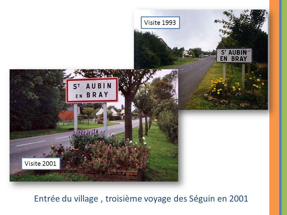 Entrée du village , troisième voyage des Séguin en 2001