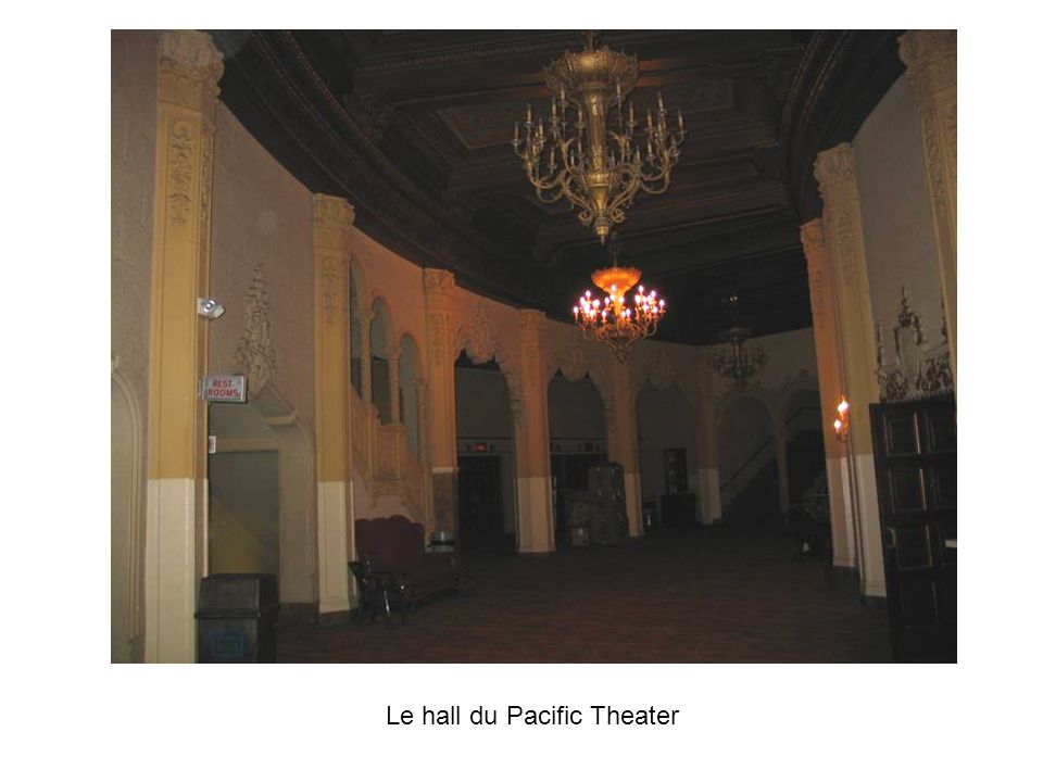Le hall du Pacific Theater