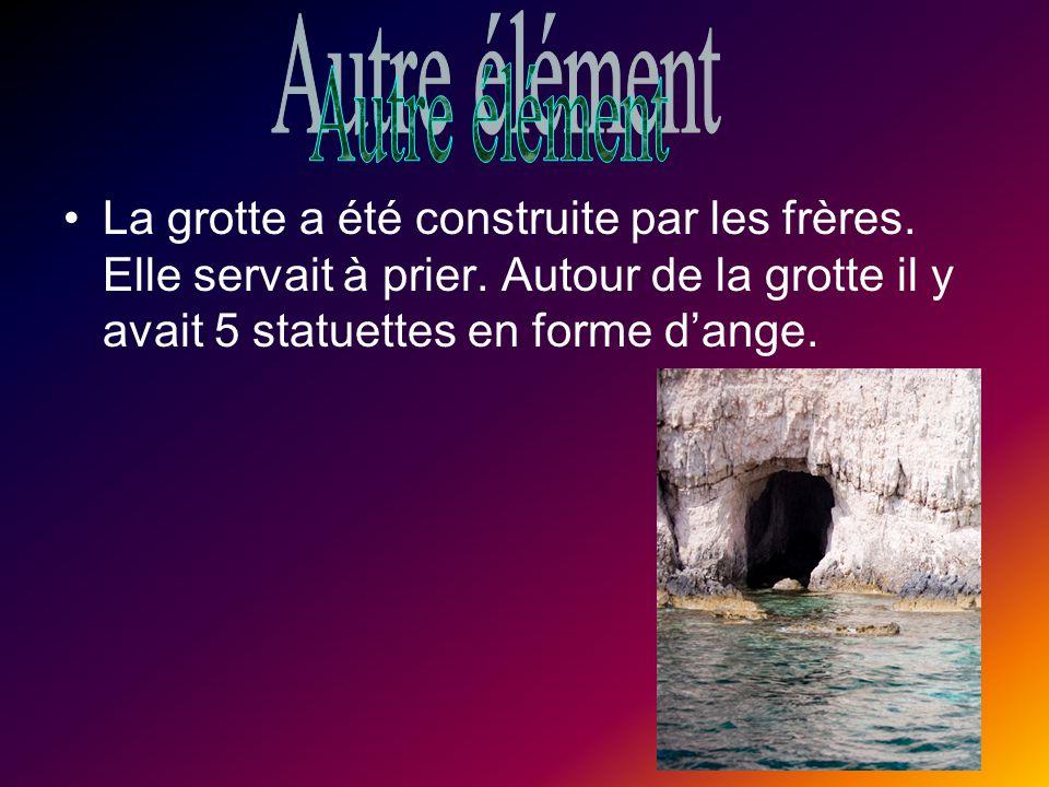 Autre élément La grotte a été construite par les frères.