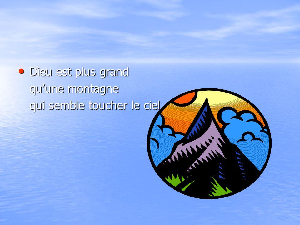 Dieu est plus grand qu'une montagne qui semble toucher le ciel