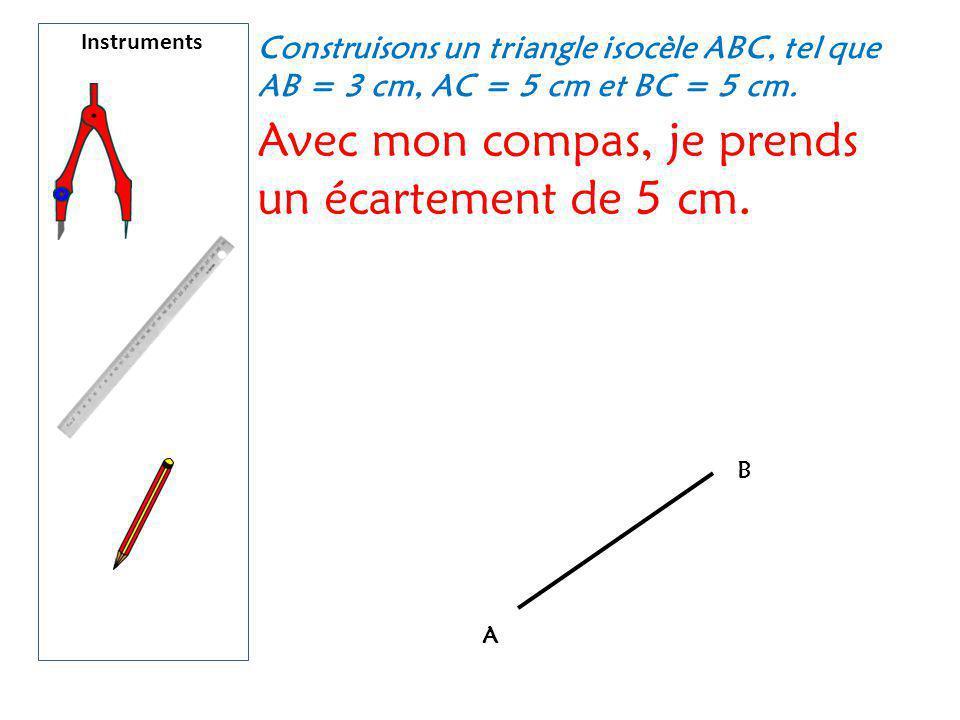 Avec mon compas, je prends un écartement de 5 cm.