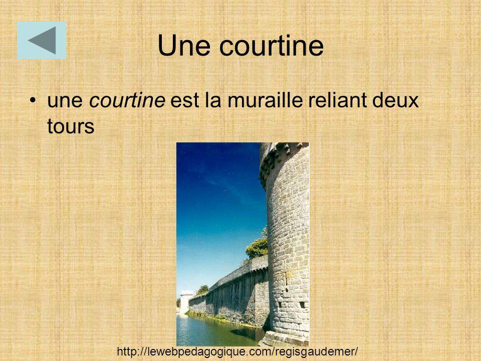 Une courtine une courtine est la muraille reliant deux tours