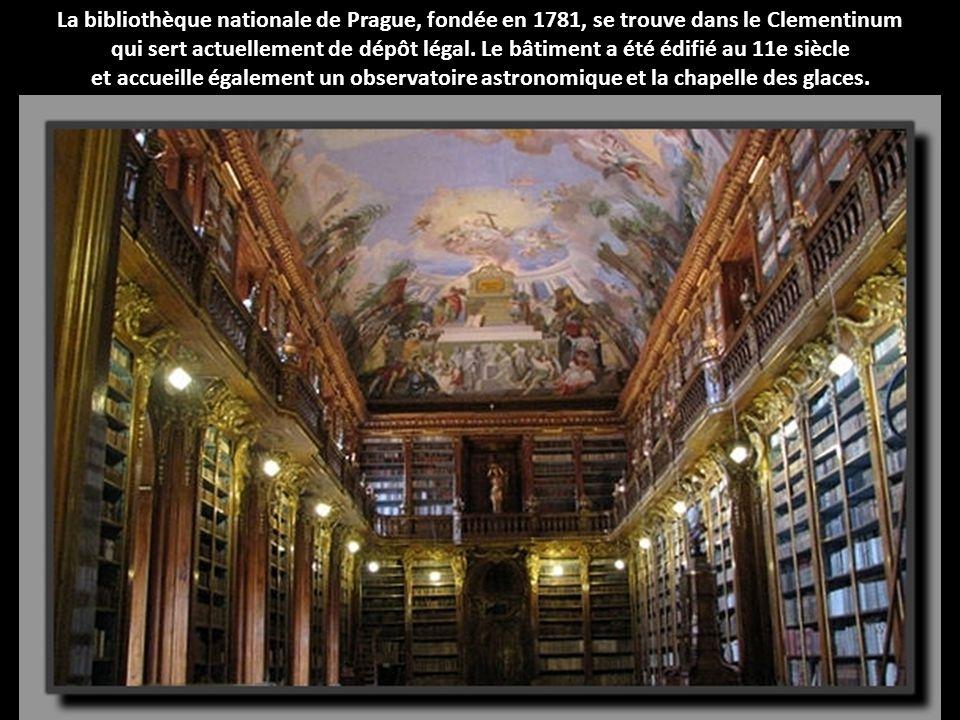 La bibliothèque nationale de Prague, fondée en 1781, se trouve dans le Clementinum