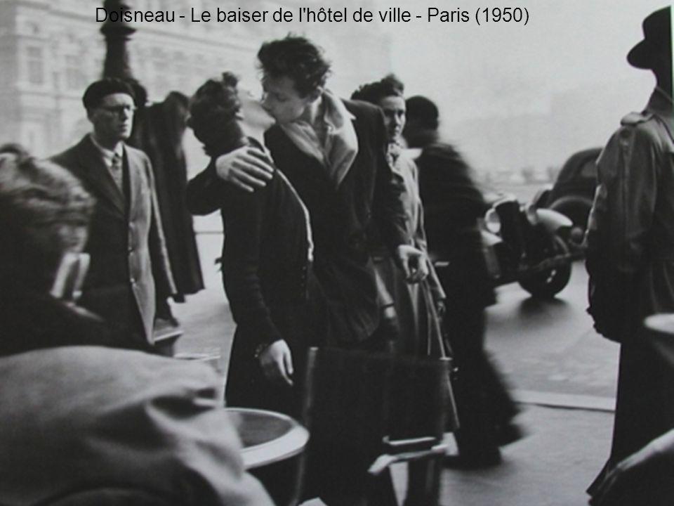 Doisneau - Le baiser de l hôtel de ville - Paris (1950)