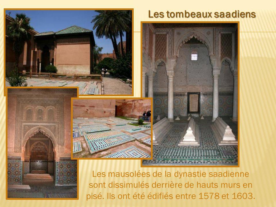 Les tombeaux saadiens Les mausolées de la dynastie saadienne sont dissimulés derrière de hauts murs en pisé.