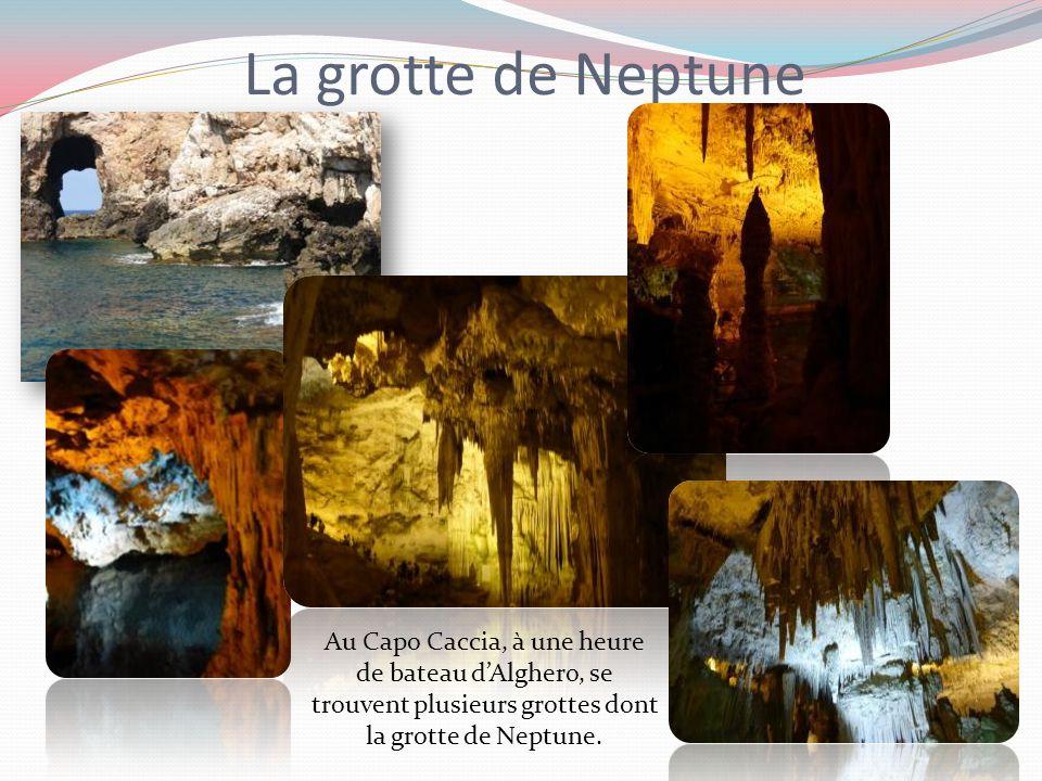 La grotte de Neptune Au Capo Caccia, à une heure de bateau d'Alghero, se trouvent plusieurs grottes dont la grotte de Neptune.