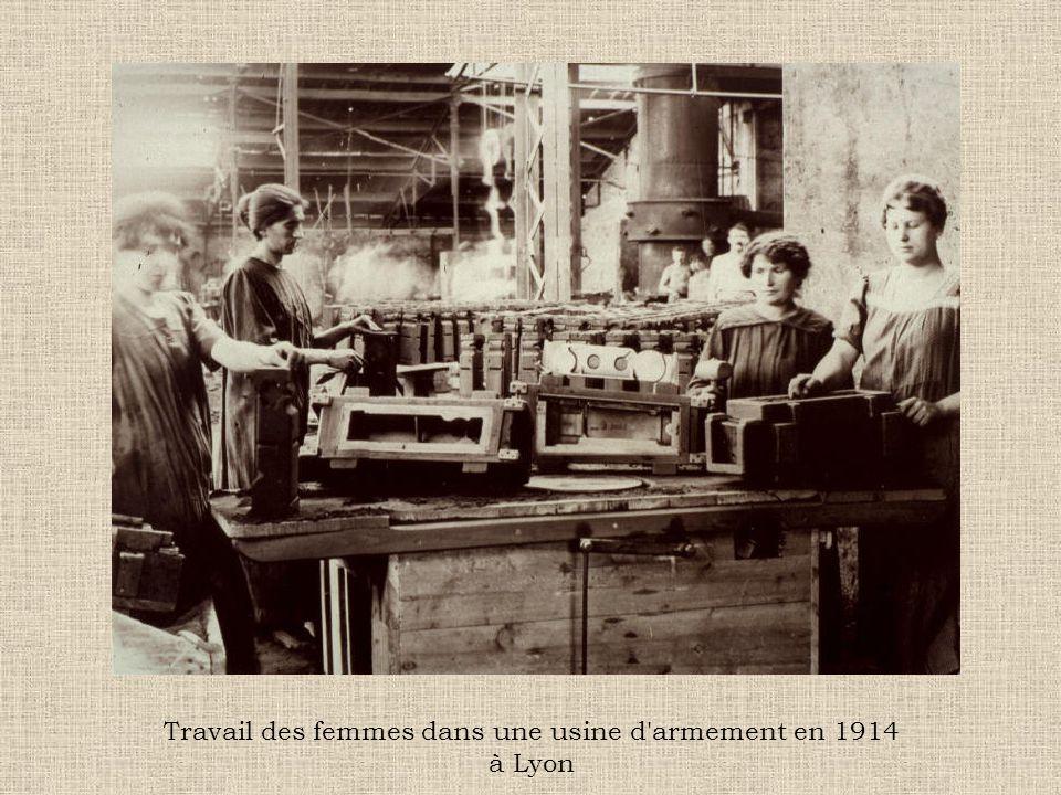 Travail des femmes dans une usine d armement en 1914 à Lyon
