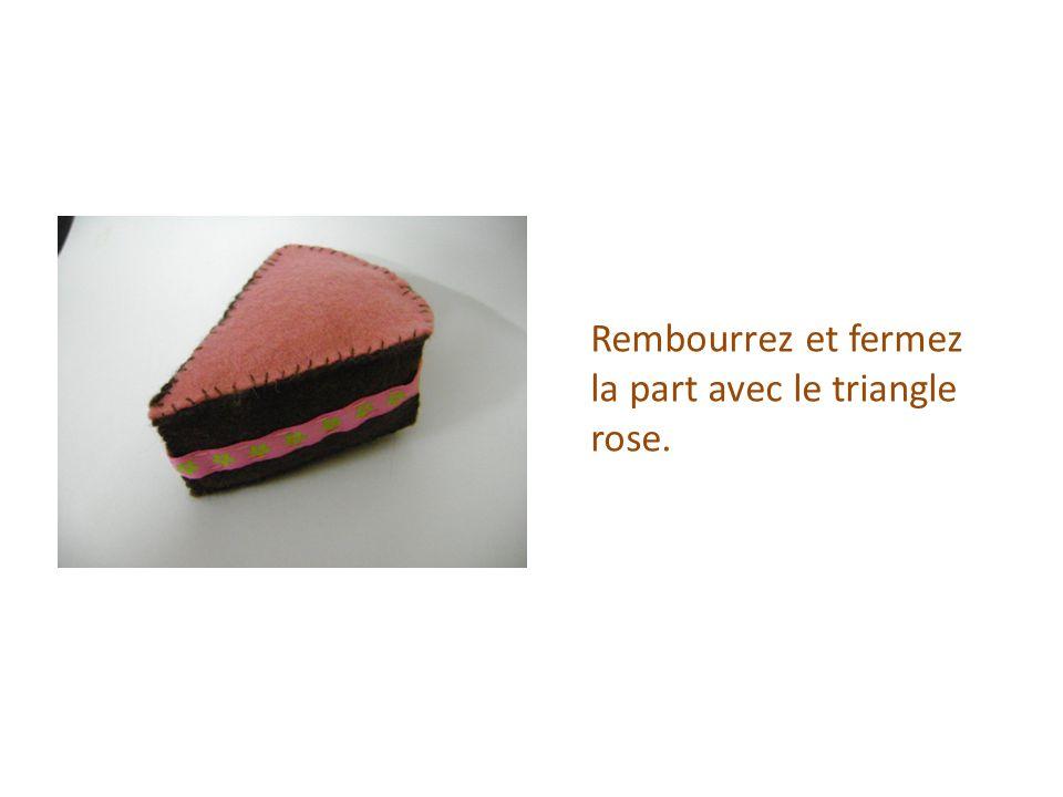 Rembourrez et fermez la part avec le triangle rose.