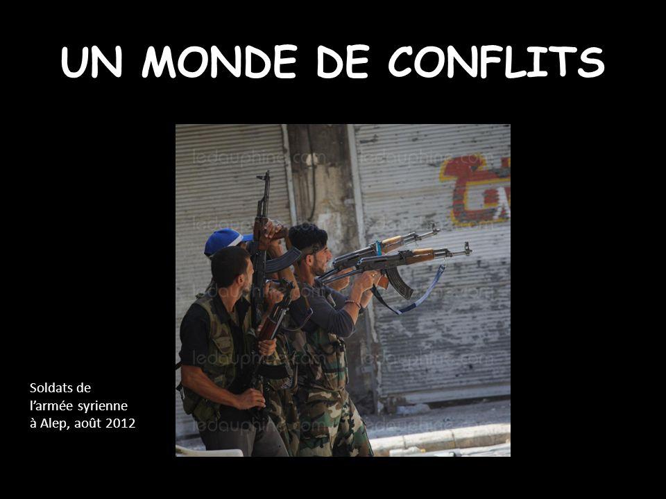 UN MONDE DE CONFLITS Soldats de l'armée syrienne à Alep, août 2012