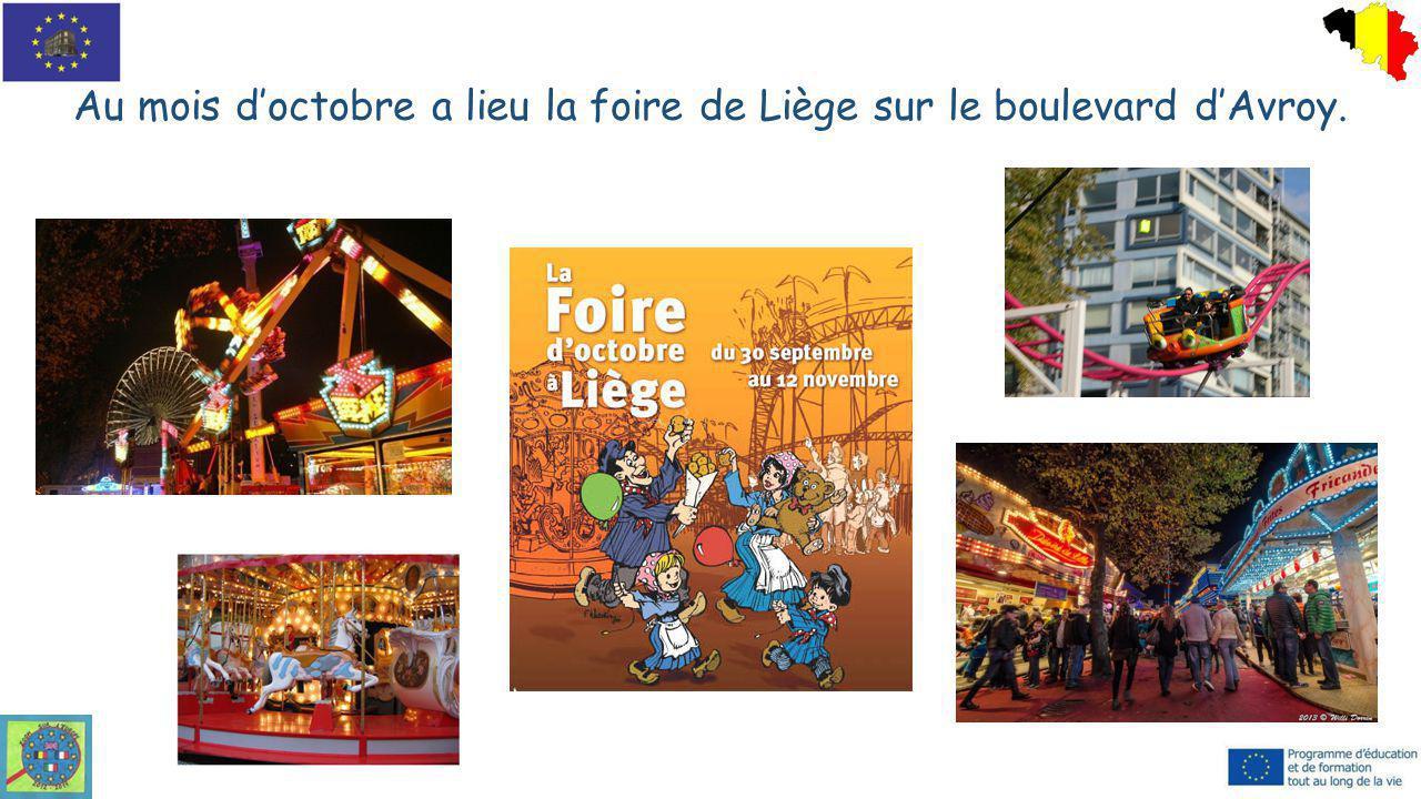 Au mois d'octobre a lieu la foire de Liège sur le boulevard d'Avroy.