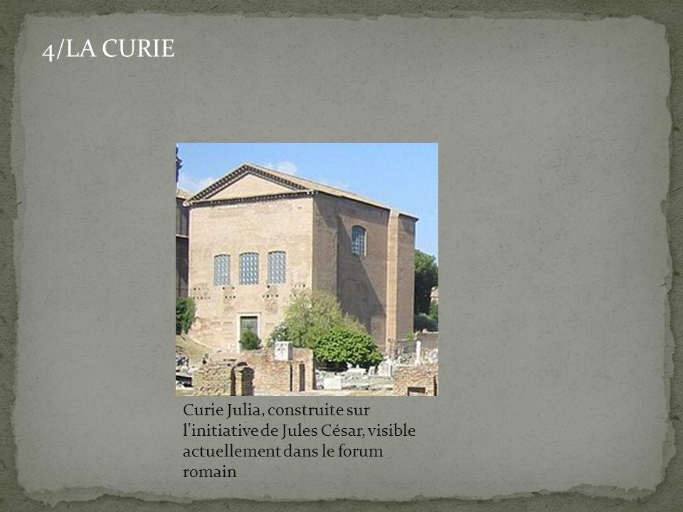 4/LA CURIE Curie Julia, construite sur l initiative de Jules César, visible actuellement dans le forum romain.