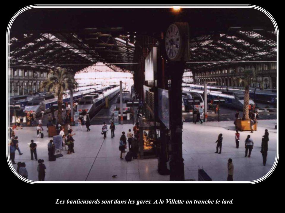 Les banlieusards sont dans les gares. A la Villette on tranche le lard.