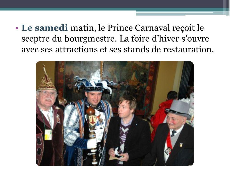 Le samedi matin, le Prince Carnaval reçoit le sceptre du bourgmestre