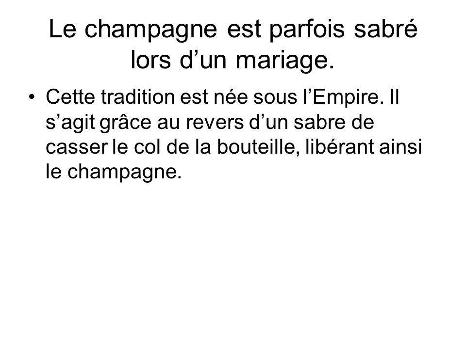 Le champagne est parfois sabré lors d'un mariage.