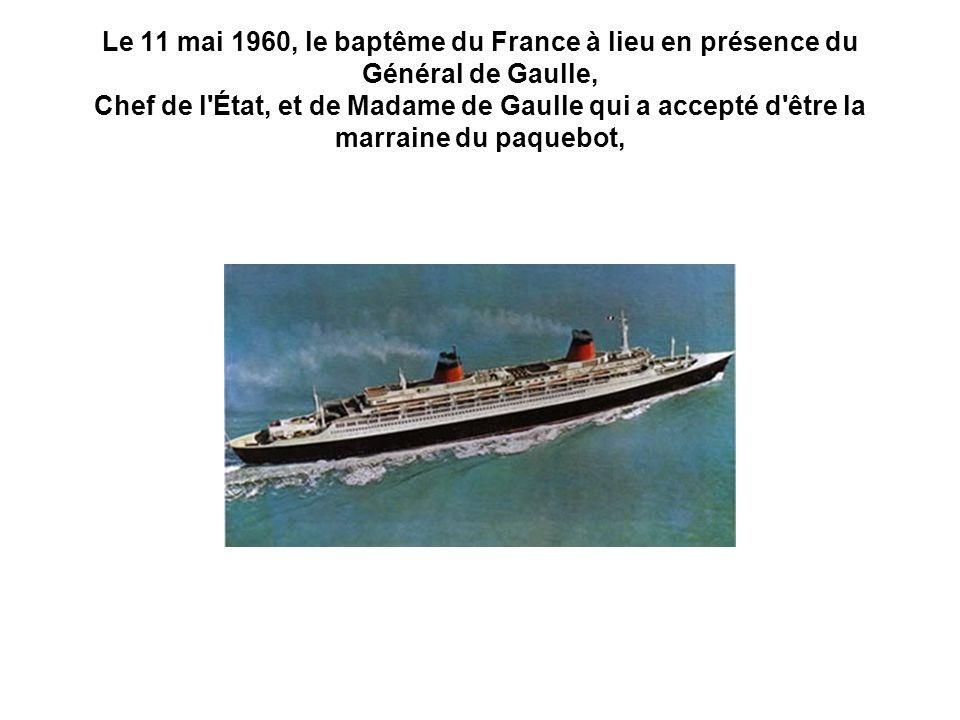 Le 11 mai 1960, le baptême du France à lieu en présence du Général de Gaulle, Chef de l État, et de Madame de Gaulle qui a accepté d être la marraine du paquebot,