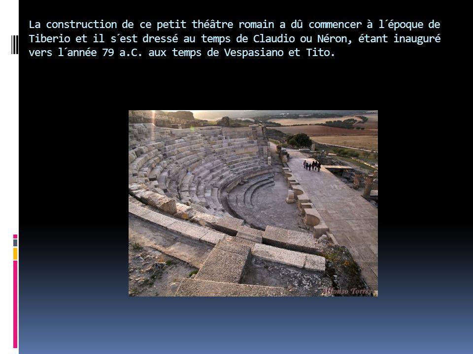 La construction de ce petit théâtre romain a dû commencer à l´époque de Tiberio et il s´est dressé au temps de Claudio ou Néron, étant inauguré vers l´année 79 a.C.