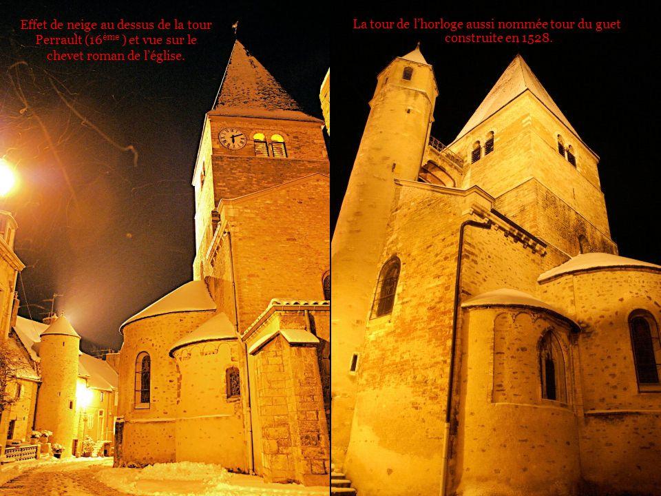 La tour de l'horloge aussi nommée tour du guet construite en 1528.
