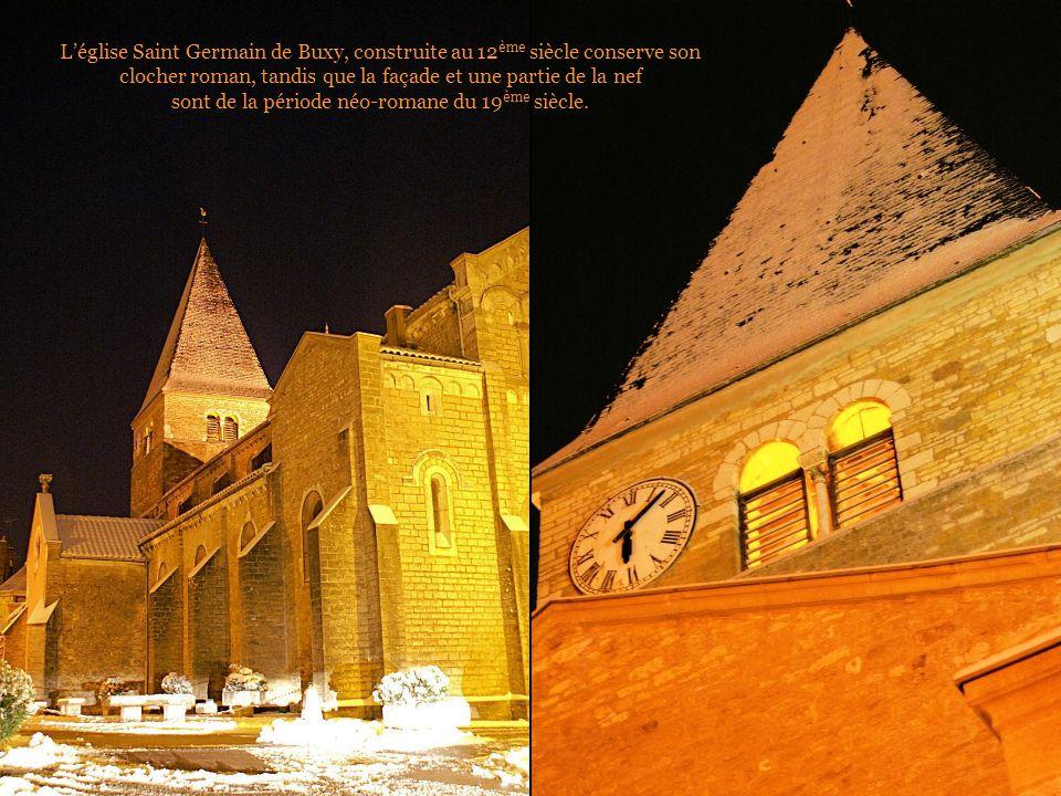 L'église Saint Germain de Buxy, construite au 12ème siècle conserve son clocher roman, tandis que la façade et une partie de la nef sont de la période néo-romane du 19ème siècle.