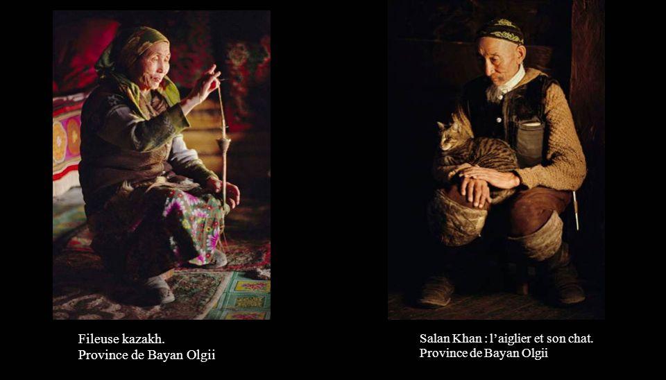 Fileuse kazakh. Province de Bayan Olgii