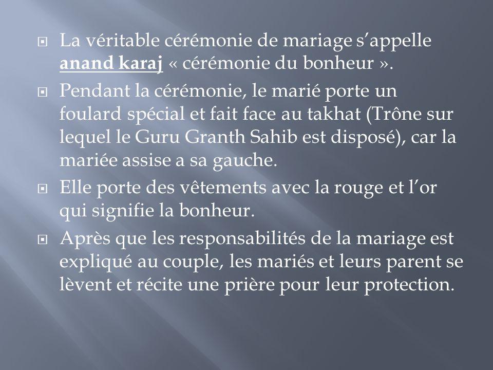 La véritable cérémonie de mariage s'appelle anand karaj « cérémonie du bonheur ».
