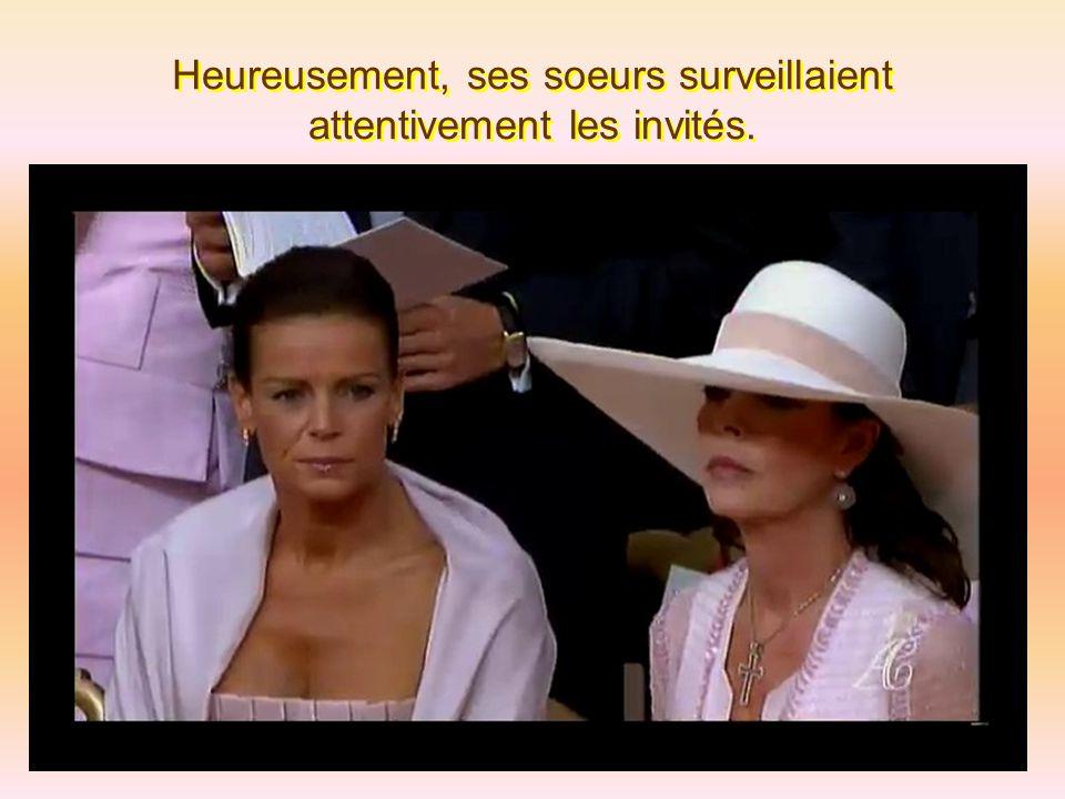 Heureusement, ses soeurs surveillaient attentivement les invités.