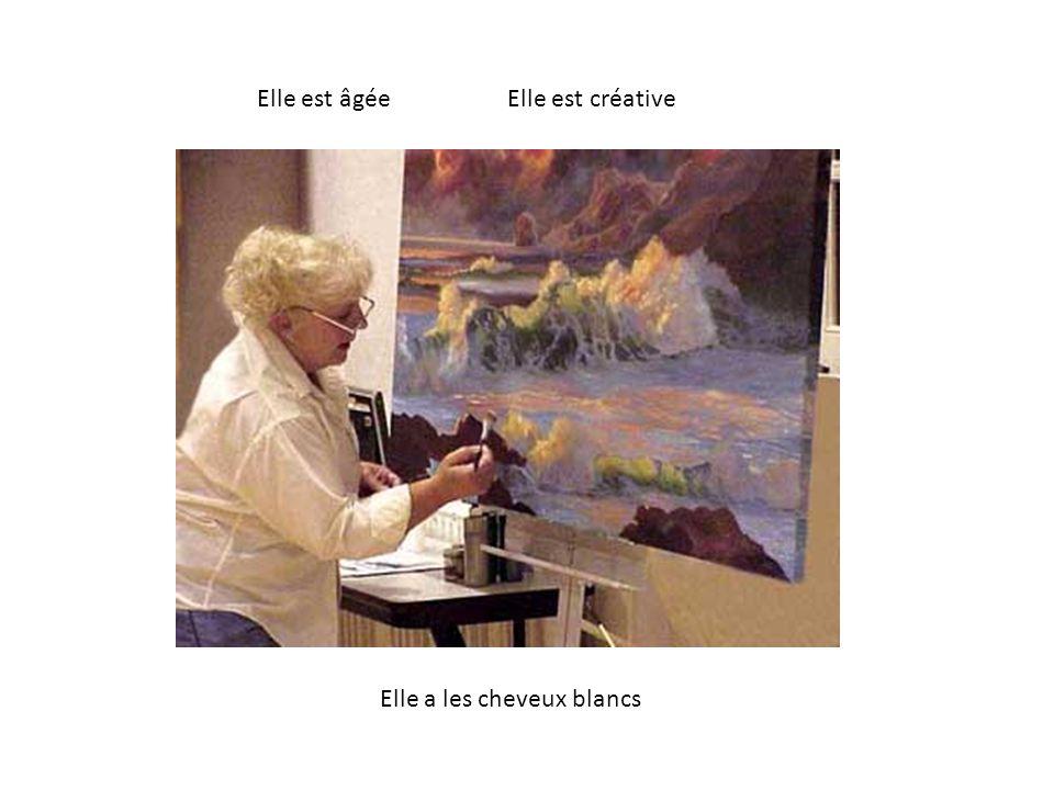 Elle est âgée Elle est créative Elle a les cheveux blancs