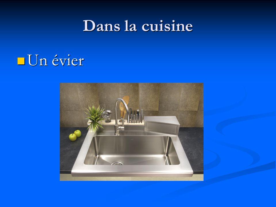 Dans la cuisine Un évier
