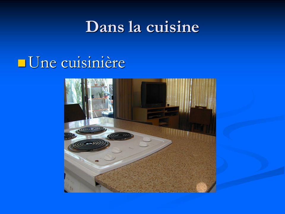 Dans la cuisine Une cuisinière