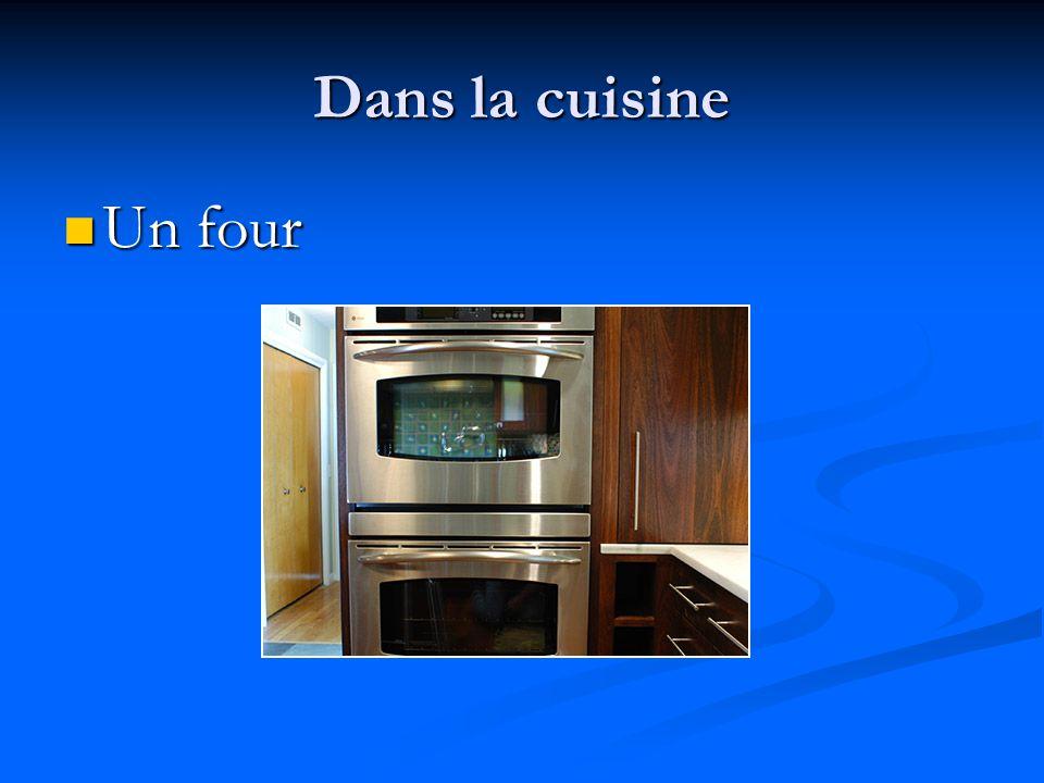 Dans la cuisine Un four