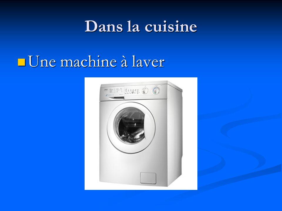 Dans la cuisine Une machine à laver