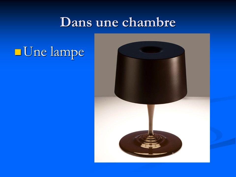 Dans une chambre Une lampe