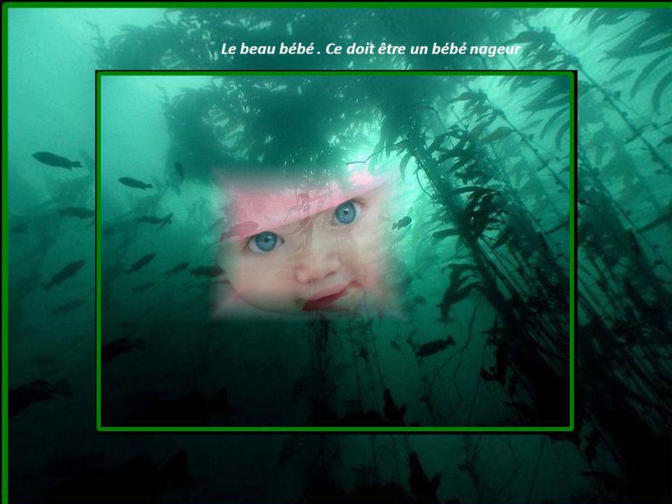 Le beau bébé . Ce doit être un bébé nageur