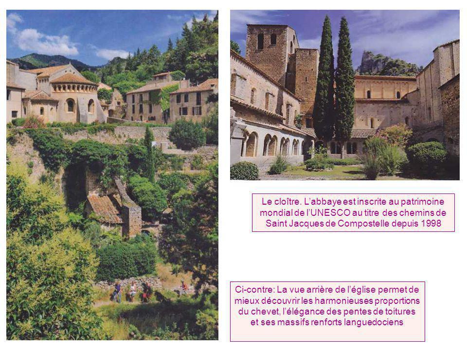 Le cloître. L'abbaye est inscrite au patrimoine mondial de l'UNESCO au titre des chemins de Saint Jacques de Compostelle depuis 1998